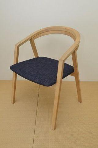 宮崎椅子製作所が藍染座面の椅子商品化