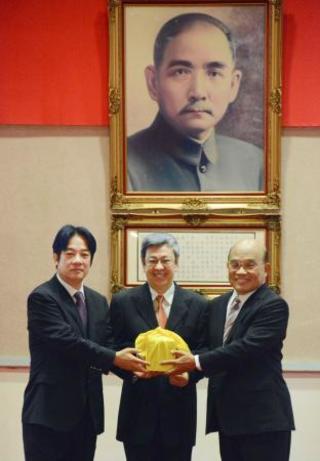 台湾で新内閣発足、政権浮揚課題