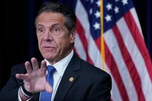 記者会見するニューヨーク州のクオモ知事=23日、ニューヨーク(AP=共同)