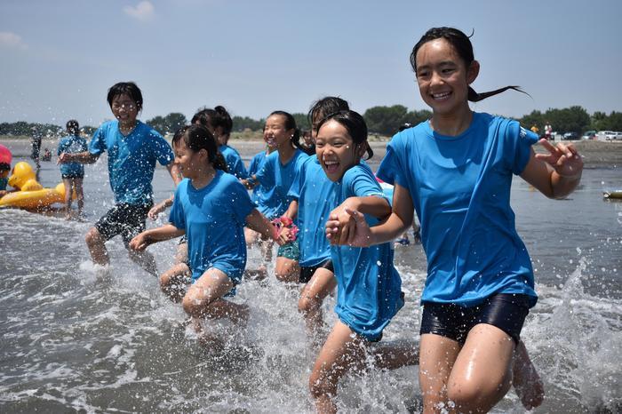海開き、波しぶきに歓声 小松(徳島市)・大砂(海陽町)海水浴場 ...