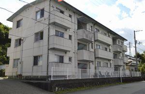中川さんが税理士事務所を設けるアパート=海陽町鞆浦
