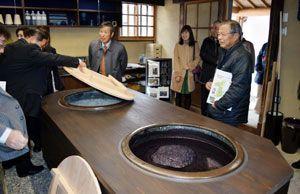 オープンした観光交流センターの藍染体験施設=美馬市脇町