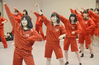 【富岡西 選抜高校野球2019】女子生徒28人がチアチーム結成 初練習で振り付け確認
