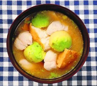 【レシピ紹介・スープが主役】アボカドのみそ汁 定番の味に新しい食感