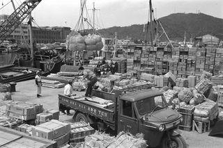 貨物の山 1964(昭和39)年