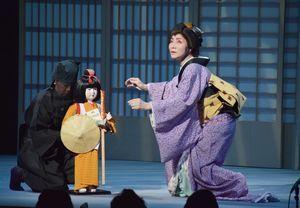 一人芝居「宿命の巡礼歌」を熱演する瀬戸内さん=阿南市コスモホール