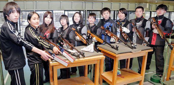 入賞ラッシュが期待されるライフル射撃陣=徳島市射撃場