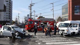 介護送迎車と乗用車が衝突 80代女性2人死亡、4人重軽傷 徳島・鳴門