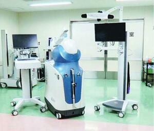 徳島市民病院に導入されたロボットアーム手術支援システムの機材(病院提供)