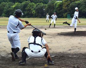 ケース打撃に取り組む阿南高専の選手