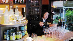 黄金の村の商品を展示・販売するコーナーも設け、7日にオープンする「Ricca Donna」=東京都港区