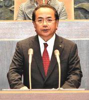 所信表明する遠藤市長=午前11時45分、徳島市議会議場