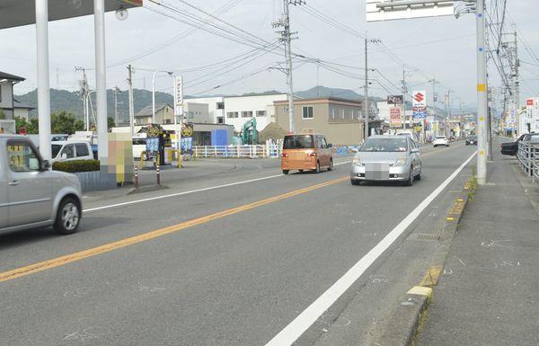ひき逃げ死亡事故があった現場=10日、徳島県石井町