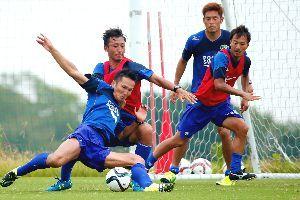 水戸戦での勝利を目指し練習に励む徳島の選手たち=徳島スポーツビレッジ