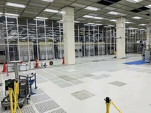 ルネサスエレクトロニクス那珂工場のクリーンルーム内部=9日、茨城県ひたちなか市