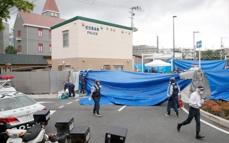 警察官が刺される事件があった大阪府吹田市の千里山交番=16日午前7時43分