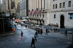 ニューヨークのウォール街=25日(ゲッティ=共同)