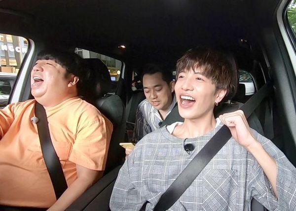 8月27日放送、『バナナマンのドライブスリー』ドライブ中にゲストの志尊淳がミスチルを熱唱(C)テレビ朝日