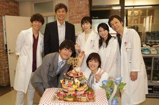 風間俊介、上野樹里らからサプライズで誕生日祝福 オリジナルケーキに笑顔