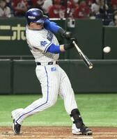 3回DeNA2死、オースティンが中越えに満塁本塁打を放つ=東京ドーム