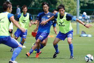 今季初の連勝を目指し、大分戦に臨む徳島の選手たち=徳島スポーツビレッジ