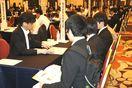 徳島市で若年者就職マッチングフェア 80人真剣に