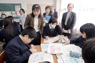 消費者教育の現状確認 検証専門調査会が授業視察