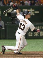 8回巨人1死、増田大が右越えに三塁打を放つ=東京ドーム