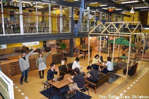 ナカガワ・アドがオープンさせる複合施設。1階にはカフェ、2階にはコワーキングスペースなどが入る=美馬市脇町猪尻