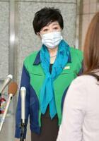 東京都の新型コロナウイルス対応について説明する小池百合子知事=6日午前、都庁