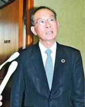 豊井氏辞職 関係者の見方 県市調整できず疲弊 「知事に忖度」「選挙で市長と距離」