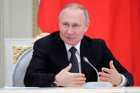 26日、ロシア・モスクワのクレムリンで開かれた作業部会で発言するプーチン大統領(タス=共同)
