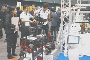 ロボットなどが展示された徳島ビジネスチャレンジメッセ2016=アスティとくしま