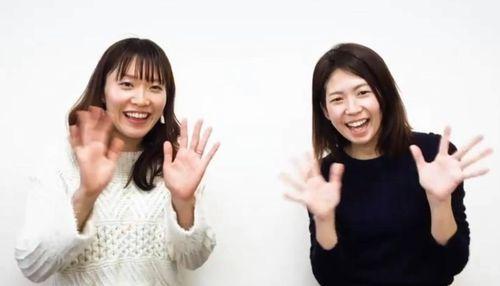 配信されている親子向け動画番組の一場面。藤岡さん(右)と佐野さんが専門家に質問をぶつける
