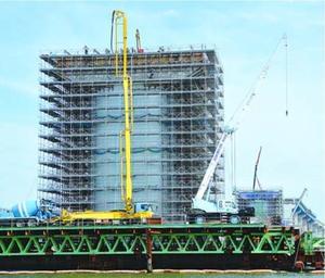 橋脚がほぼ完成した新町川河口の橋