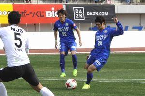 前半26分、杉本(右)が先制ゴールを決め、徳島が5年ぶりの開幕戦勝利を飾った=鳴門ポカリスエットスタジアム