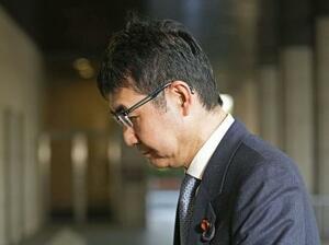 東京地裁に入る元法相の前衆院議員河井克行被告=23日