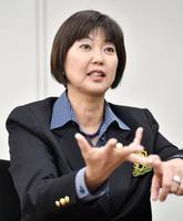 インタビューに応じる日本女子プロゴルフ協会の小林浩美会長