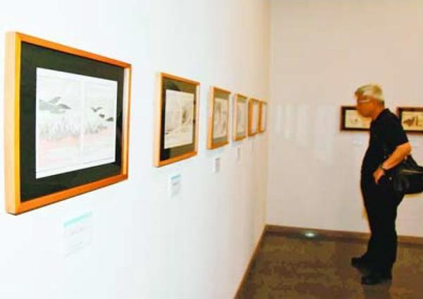 デッサン力の高い北斎の版画が並ぶ「北斎漫画展」=那賀町横石の相生森林美術館