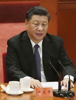 演説する習近平国家主席=23日、北京の人民大会堂(共同)