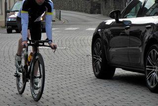 自動車保険で自転車事故もカバーできる? 2つの特約を解説