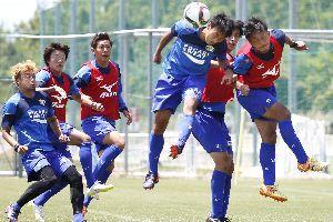 札幌戦で7試合ぶりの勝利を目指す徳島の選手たち=徳島スポーツビレッジ