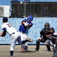 徳島対龍谷大 4回、徳島2死一塁、小林が右越え2点本塁打を放ち8-1とする=海陽町の蛇王球場