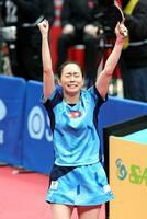 女子シングルスで5大会ぶり5度目の優勝を果たし、感極まった表情でガッツポーズする石川佳純=丸善インテックアリーナ大阪
