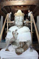 修復に向けた準備が進められる聖観音坐像=徳島市の丈六寺