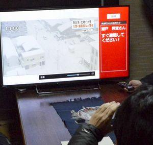 視聴中に避難を呼び掛ける文字が表示されたテレビ画面=美波町阿部