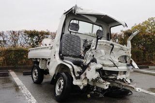 軽トラの牟岐署員死亡 徳島道で4トン車と正面衝突