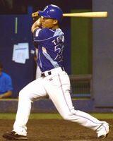 徳島対香川 7回2死満塁、代打の寺田が走者一掃の三塁打を放ち、3-0とする=アグリあなんスタジアム