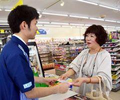 阿波踊りの前売り入場券を買い求める女性=徳島市のローソン徳島中吉野町店