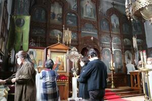 改修前、最後の礼拝が行われた「函館ハリストス正教会」=17日午前、北海道函館市